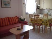 Die Küche ist mit allen Utensilien ausgestattet um die Selbstverpflegung zu ermöglichen. - Bild 4: Ferienwohnung Samsa in Rovinj / Istrien 250 m vom Strand