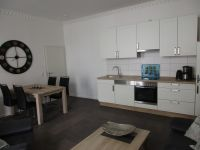 Küchenzeile mit Spülmaschine und Backofen - Bild 7: EG FEWO in Göhren 200m zum Strand, Terrasse, WLAN!!