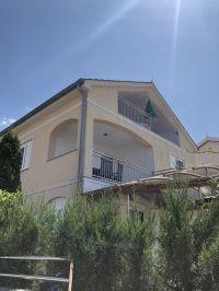 """Blick auf das Haus - Bild 1: Ferienhaus """"Villa Malinska"""" mit Meerblick auf der Insel Krk"""
