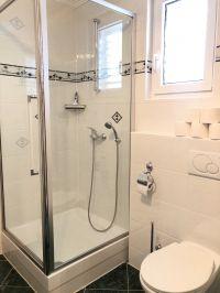 """Bad mit großer Dusche - Bild 16: Ferienhaus """"Villa Malinska"""" mit Meerblick auf der Insel Krk"""